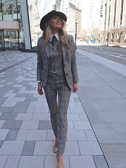 Women's Looks By Sales Professionals                                                                                                                                                                                                                      , Samantha J.<br />Boston